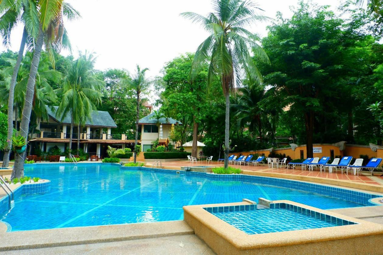 Residence large swimming pool